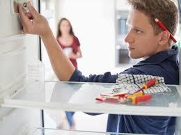 Как выбрать профессионального мастера по ремонту холодильников?